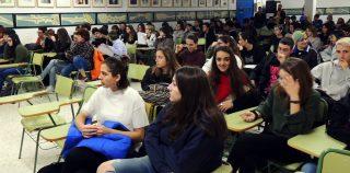 Manu Riquelme enseña crítica de cine a los alumnos de IES Floridablanca, Saavedra Fajardo y Mariano Barquero